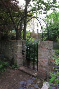 Gate with arch, Maida Vale (1)