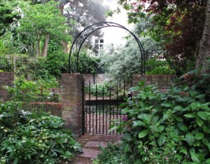 Gate with arch, Maida Vale (3)