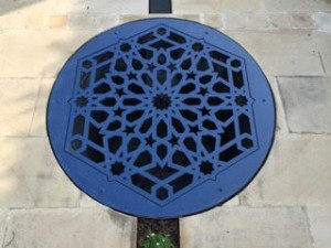 Decorative well cover