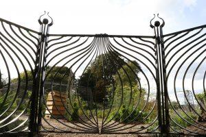 Alium gates 1