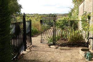 Alium gates 3 web